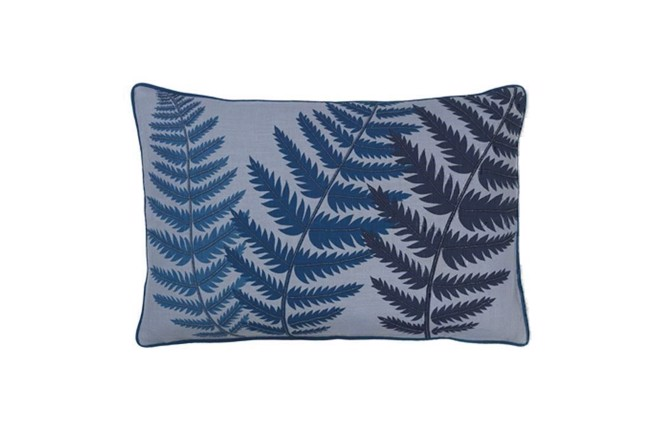 Image of   Embroidered fern leaf bead pude 40x60 cm i farven blue wing fra Cozy Living