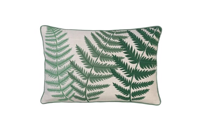 Image of   Embroidered fern leaf bead pude 40x60 cm i farven Kale fra Cozy Living