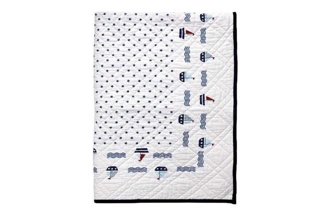 Image of   Noah quiltet sengetæppe hvid med print 120x120 cm fra Greengate