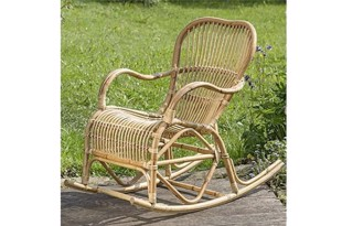 Rocio gyngestol i natur rattan fra Boltze Home Collection
